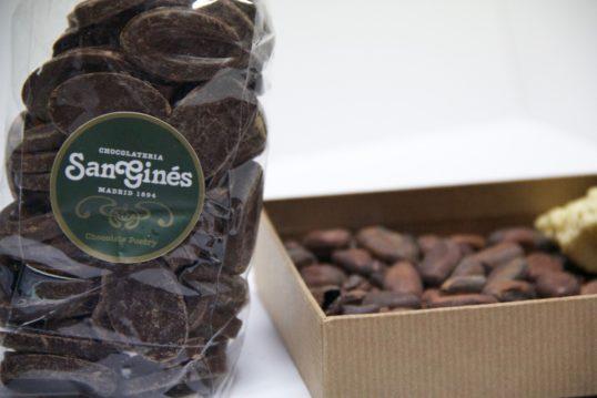monedas de chocolate negro